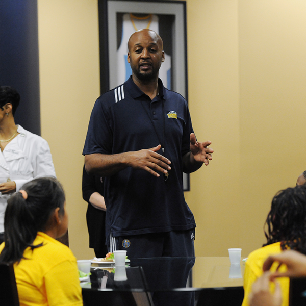 The Official Site Of The Denver Nuggets: Brian Shaw Hosts 4th Graders During NBA Team Fit